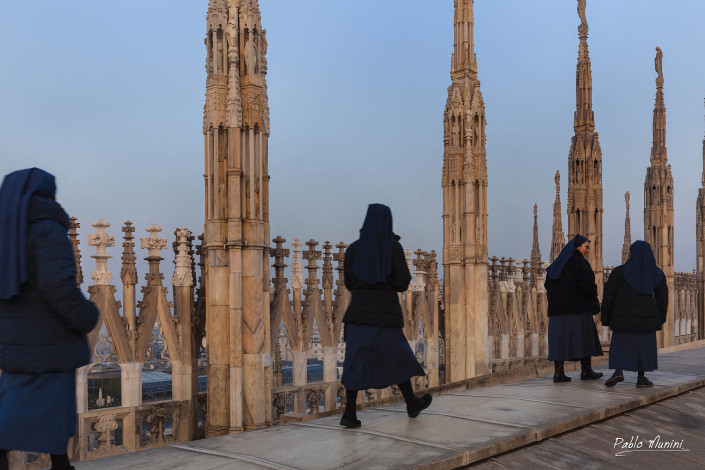 the highest catwalk in the city of Fashion , the roof of the cathedral in Milan.Pablo Munini