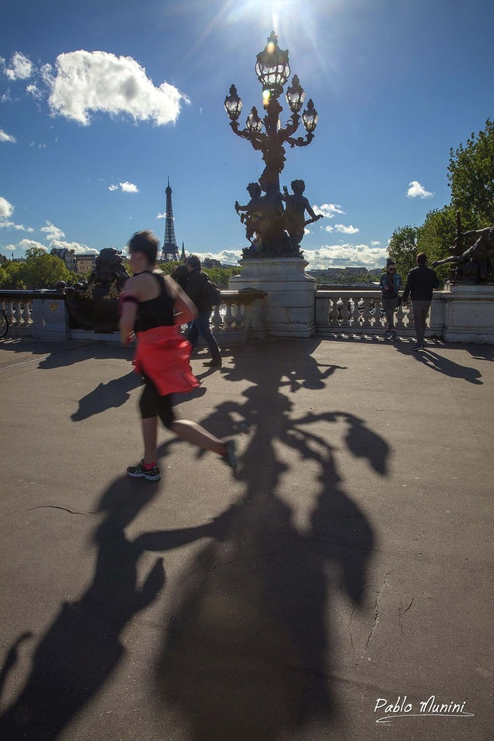 Pont Alexandre III, shadows and runner.Pablo Munini.