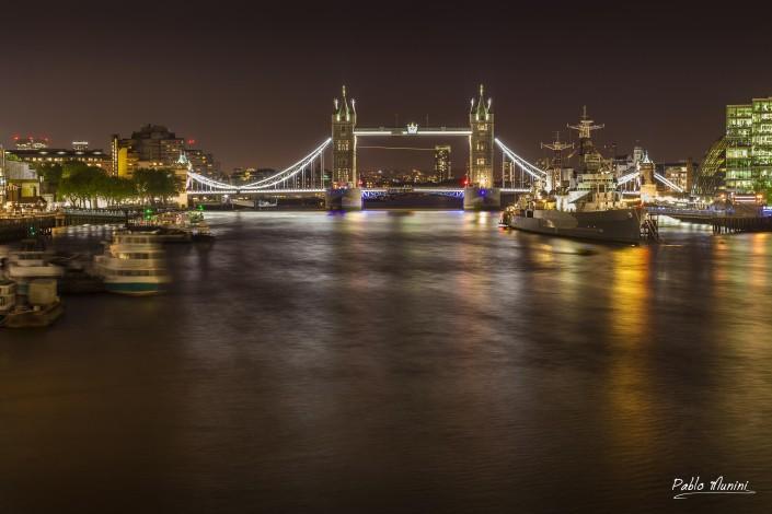 Best Photography locations London Tower bridge and river Thames.London Night photography.London by night.London night images. Thamesis night photogallery.