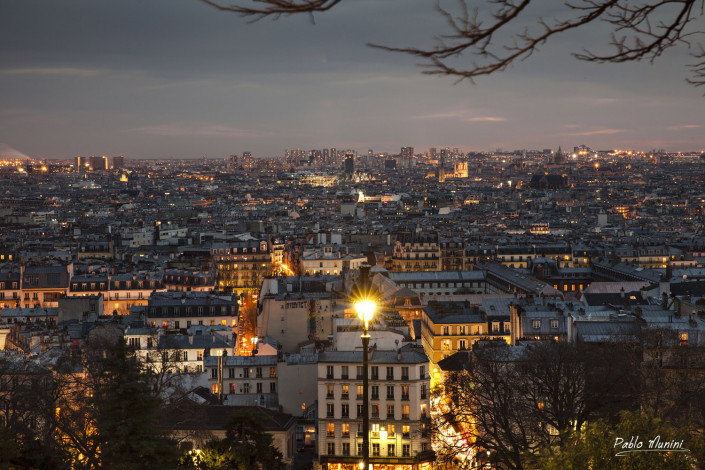 Night view of Paris from Montmartre.Pablo Munini