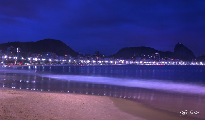 Panoramic view of Copacabana and Sugar loaf from the beach.Pablo Munini.