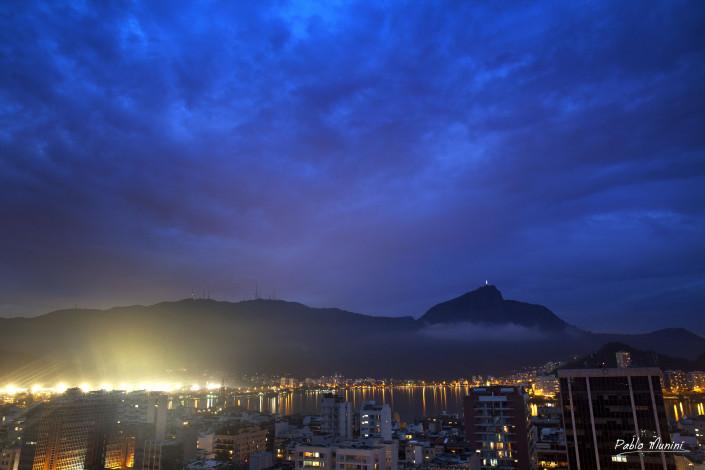 Blue early night over Rodrigo de Freitas lagoon - Corcovado, 2013. Pablo Munini