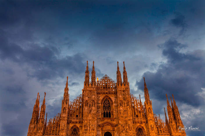Sunset at the front facade of the Milan cathedral,Pablo Munini