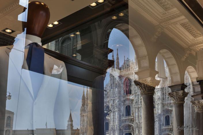 Capital of fashion and design, Duomo square , Milan . Pablo Munini