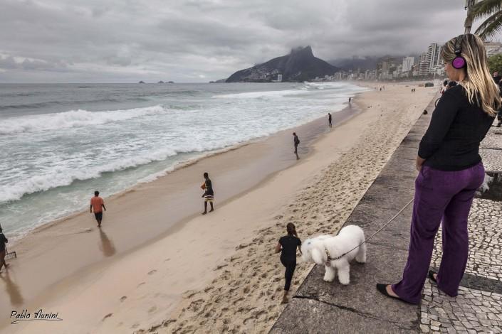 winter rainy sunday on the beach in Arpoador, Rio de Janeiro.Pablo Munini