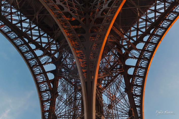 Eiffel tower pictures.eiffel tower images. Great photos of the Eiffel tower. Best images Eiffel tower.Night photos of the Eiffel tower. The Eiffel Tower in Paris. Eiffel Tower photogallery. best known landmark in Europe. symbol of Paris