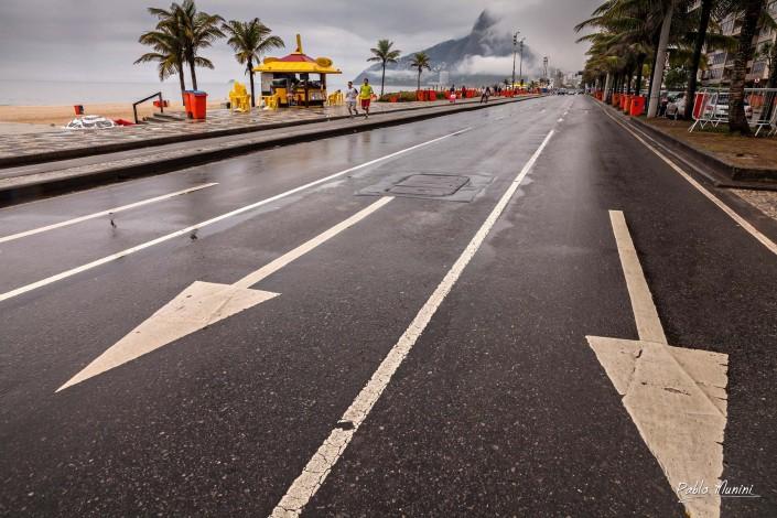 rainy winter sunday on Avenida Vieria Souto, Ipanema. Pablo Munini.