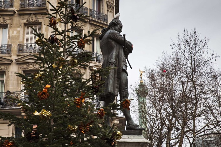 Rue Saint-Antoine, Christmas period in Paris.The July Column. Pablo Munini.