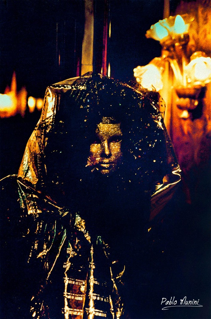 Caffè Florian , 1993 -.Analog photographies of the Carnival of Venice 1992 -1998. Pablo Munini Photography