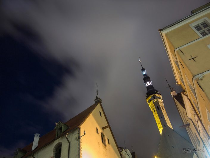 Tallin town hall and surrounding buildings in old town. Pablo Munini.