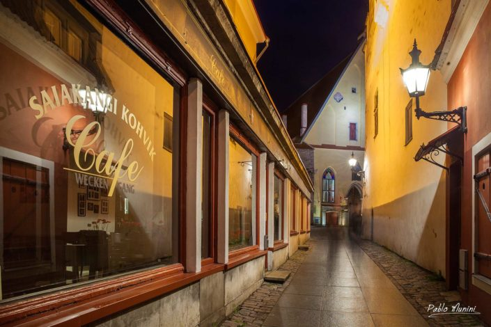 Saiakang street at night, old town Tallin, Estonia. Pablo Munini