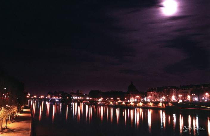 Moon and night reflections over the Seine River, 1994. Pablo Munini