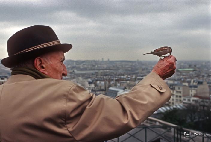 Promenade with Hélène , Montmartre , Paris. 1994. Pablo Munini.